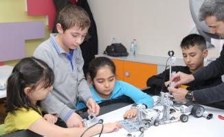 Bir Yılda Bin Çocuk Robotik Kodlama Öğrendi