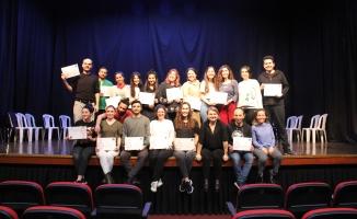 Kartal Belediyesi Spolin Doğaçlama Kursu Öğrencileri Sertifikalarını Aldı