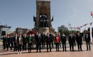İmamoğlu, 19 Mayıs'ın 101.Yıldönümünde Taksim'deydi