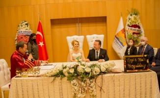 Yılın Nikahı Cemiyet Hayatını Bir Araya Getirdi