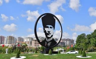 Atatürk Bulvarı Ata'nın Silüeti İle Taçlandı