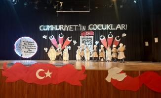 """Esenyurtlu Çocuklardan """"Cumhuriyet'in Çocukları"""" Gösterisi"""