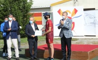 Geleceğin Milli Sporcuları Sertifikalarını Başkan Çebi'nin Elinden Aldı