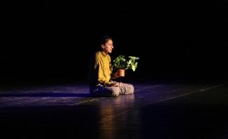 Latife Tekin'in 'Sevgili Arsız Ölüm' Romanı Sahnelendi