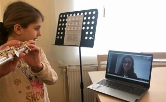 Sanat Akademisi Öğrencileri Eğitimlerine Online Olarak Devam Ediyor