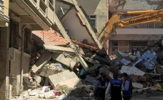 Zeytinburnun'da  5 Katlı Hilal Apartmanı Kendiliğinden Çöktü