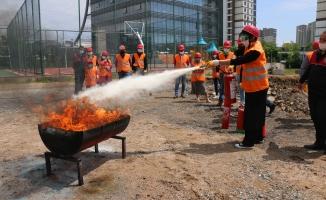 Kartal Belediyesi personellerine afet gönüllüsü eğitimi veriliyor