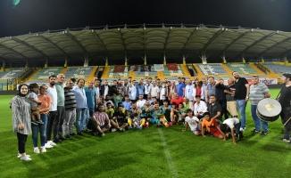 Başkan Bozkurt'tan Şampiyon Ardahan Kültür Evi'ne Kupa