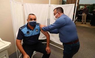 Bağcılar'da vatandaşa ve belediye personeline randevusuz aşı