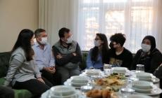 """İmamoğlu'ndan Hanife Ayhan'a Dua : """"Senin Sofran Demokrasiye Uğurlu Geldi"""""""