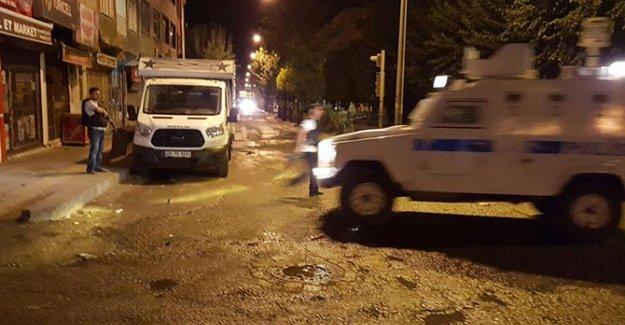 Van'da Polise Bombalı Saldırı!
